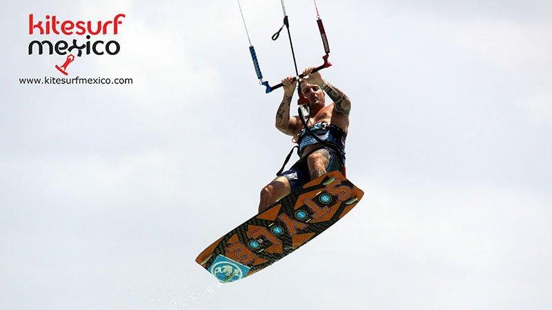 kiteboard-Punta-Venado-jump-enzo