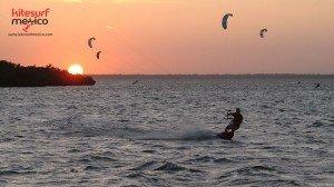 kiteboarding-isla-blanca-sunset