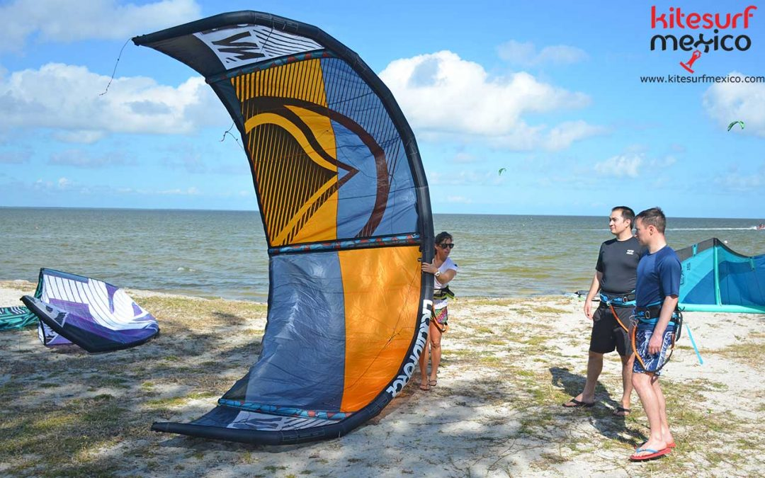 Differences between a C-kite and a hybrid kite - Kitesurf Mexico