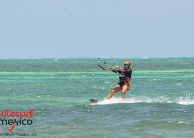 kiteboarding-girl-cancun