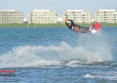 kiteboarding-jump-cancun